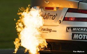 Пламя из выхлопной трубы для авто