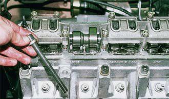Снятие головки блока цилиндров двигателя ВАЗ 2110